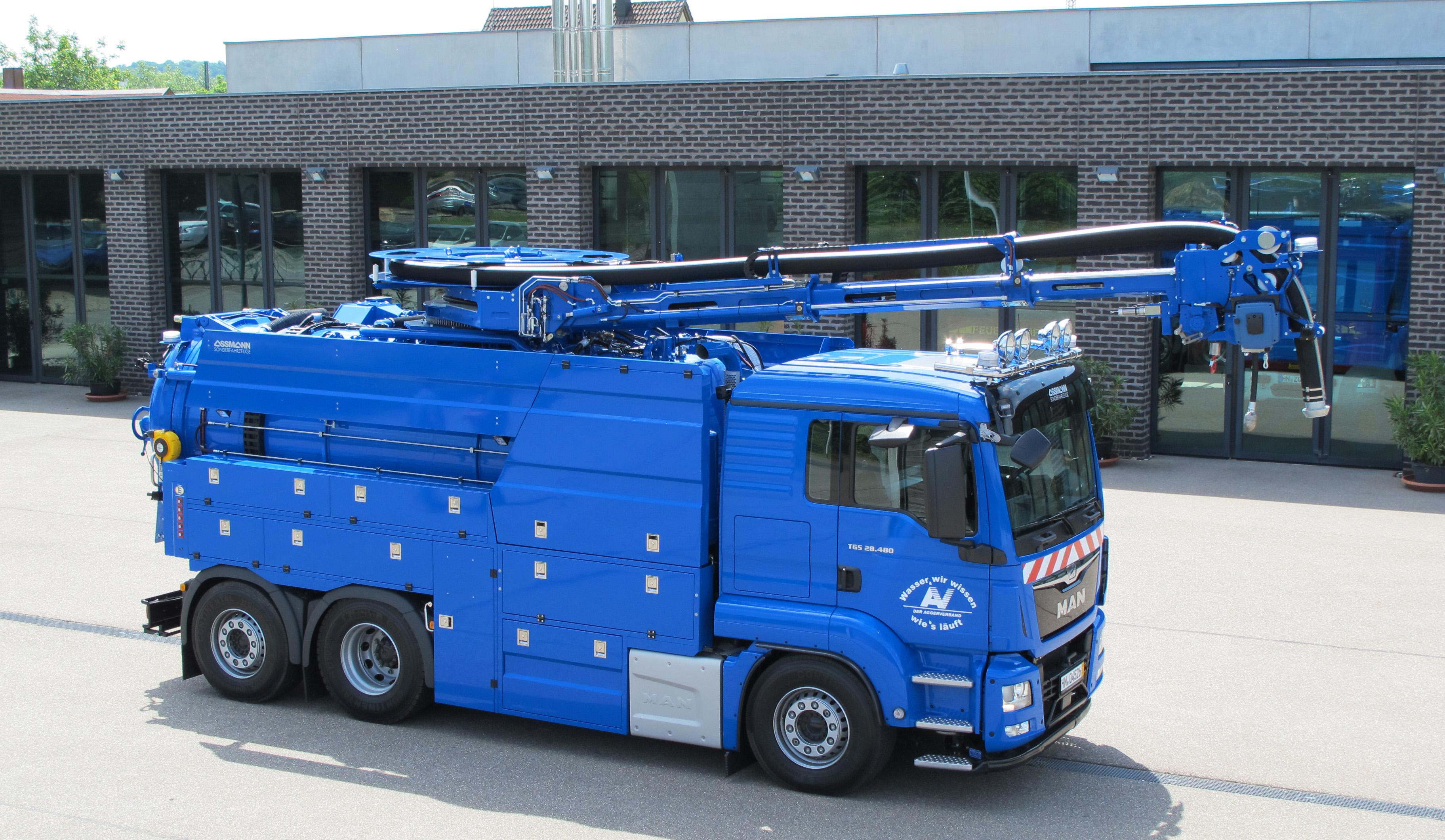 Hochdruckspül- und Saugfahrzeuge mit Rotations- Kombinationsausleger_01